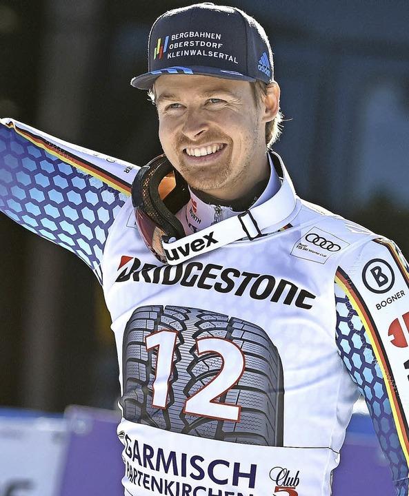 Stefan Luitz  jubelt  nach dem  Riesen...n Garmisch über seinen dritten Platz.   | Foto: dpa