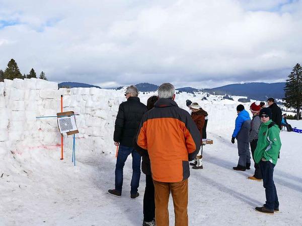 Viel Schnee haben die Helfer für das Labyrinth bewegt.