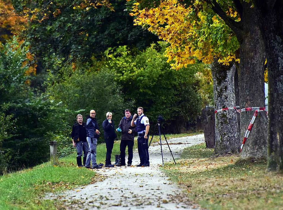 Ermittler am Tatort, am Tag nachdem die Leiche gefunden wurde (Archivbild)    Foto: Thomas Kunz