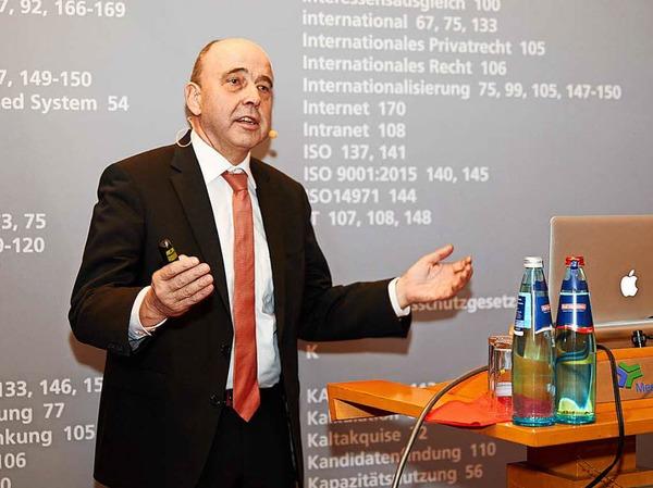 SEW-Eurodrive-Technik-Chef Johann Soder begeisterte das Publikum mit seinem Vortrag zur Zukunft der Industrie.