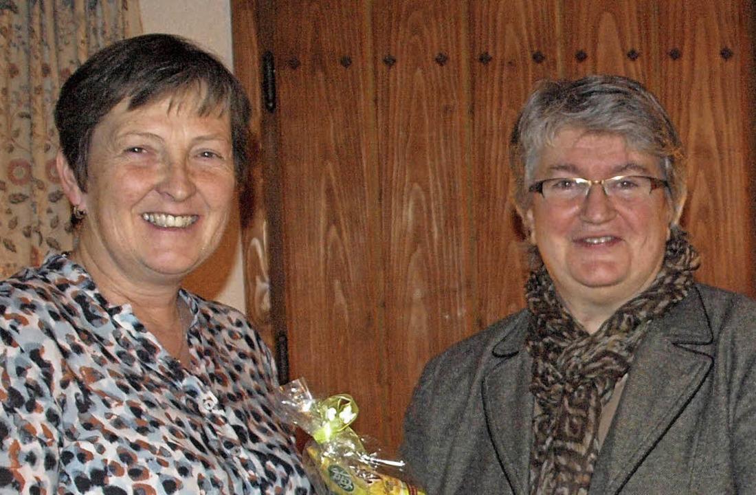 Der Vorsitzende der CDU-Ortsgruppe Dac...die Frauen gerade zurückgekommen waren  | Foto: Karin Stöckl-Steinebrunner