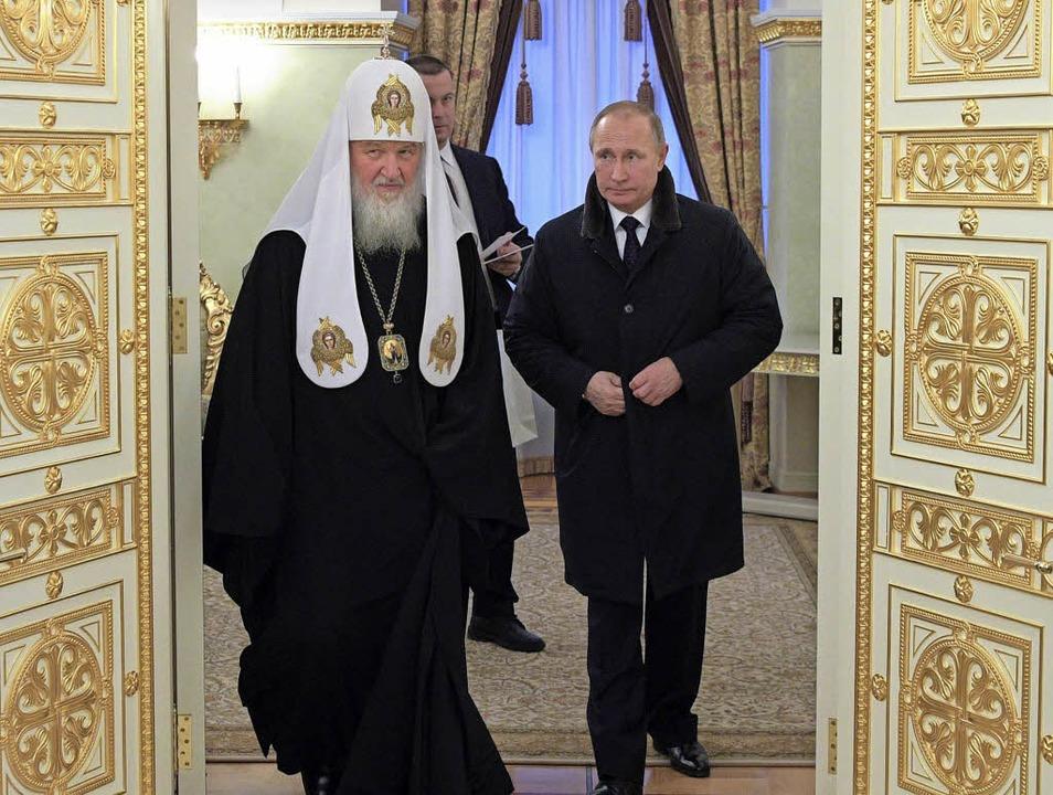 Russlands Präsident Wladimir Putin und...e Macht suchen gern und oft die Nähe.   | Foto: DPA