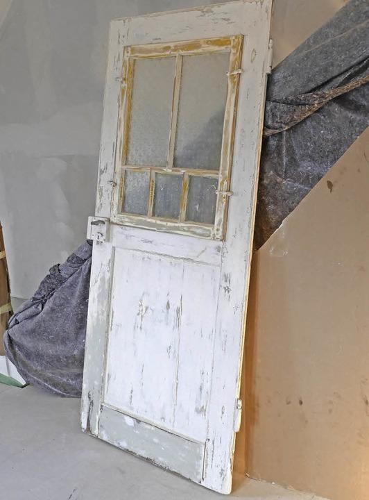 Der behutsame Umgang mit der historisc...anierung. Das gilt auch für die Türen.  | Foto: Robert Bergmann