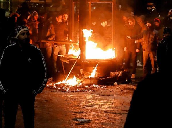 Ein brennender Kiosk in der rumänischen Hauptstadt Bukarest.