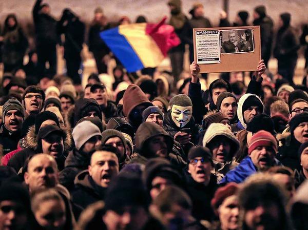 Tausende Menschen protestieren am 29. Januar vor dem Justizministerium in Bukarest