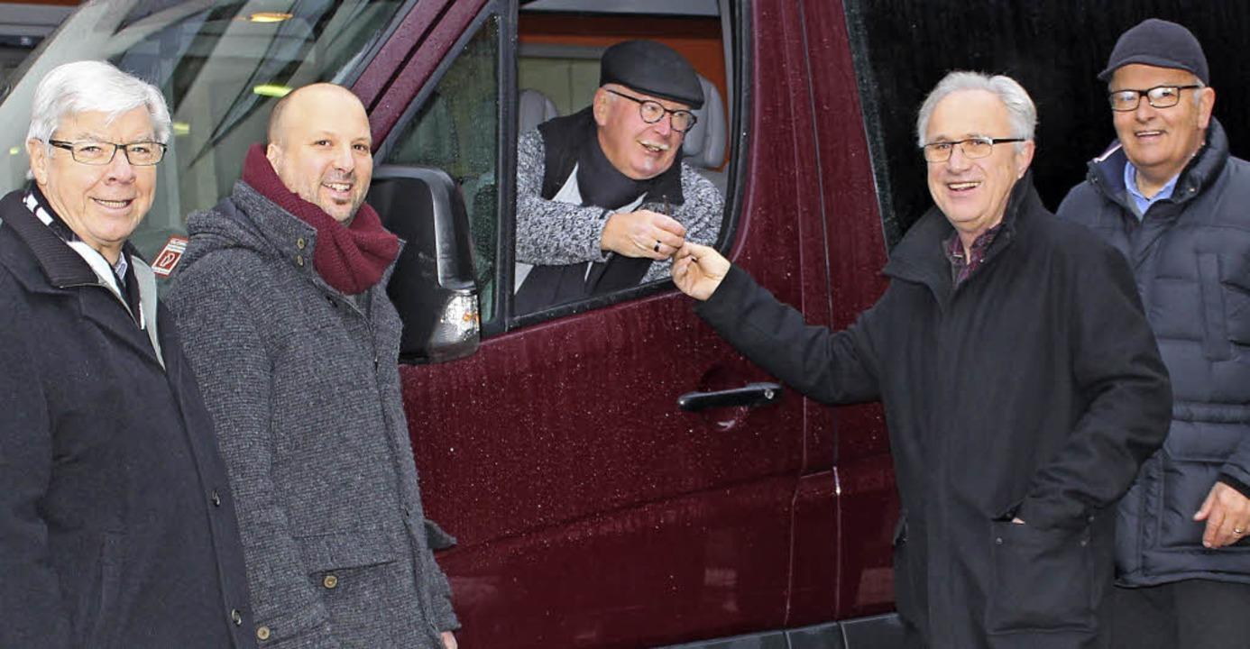bei der Busübergabe: Heinrich Benner (...rcher, Dieter Funk und Marno le Moult   | Foto: St. Fridolin
