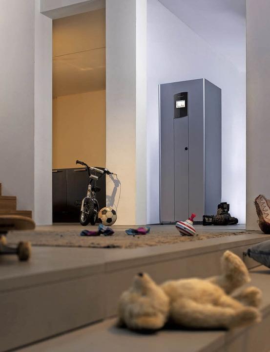 Solarstrom im Schrank: Batteriespeicher  | Foto: Tom Baerwald/Bosch Power Tec