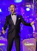 """Tom Gaebel singt mit Big Band zum 100. Geburtstag von """"Ol' blue Eye"""" im Europa-Park"""