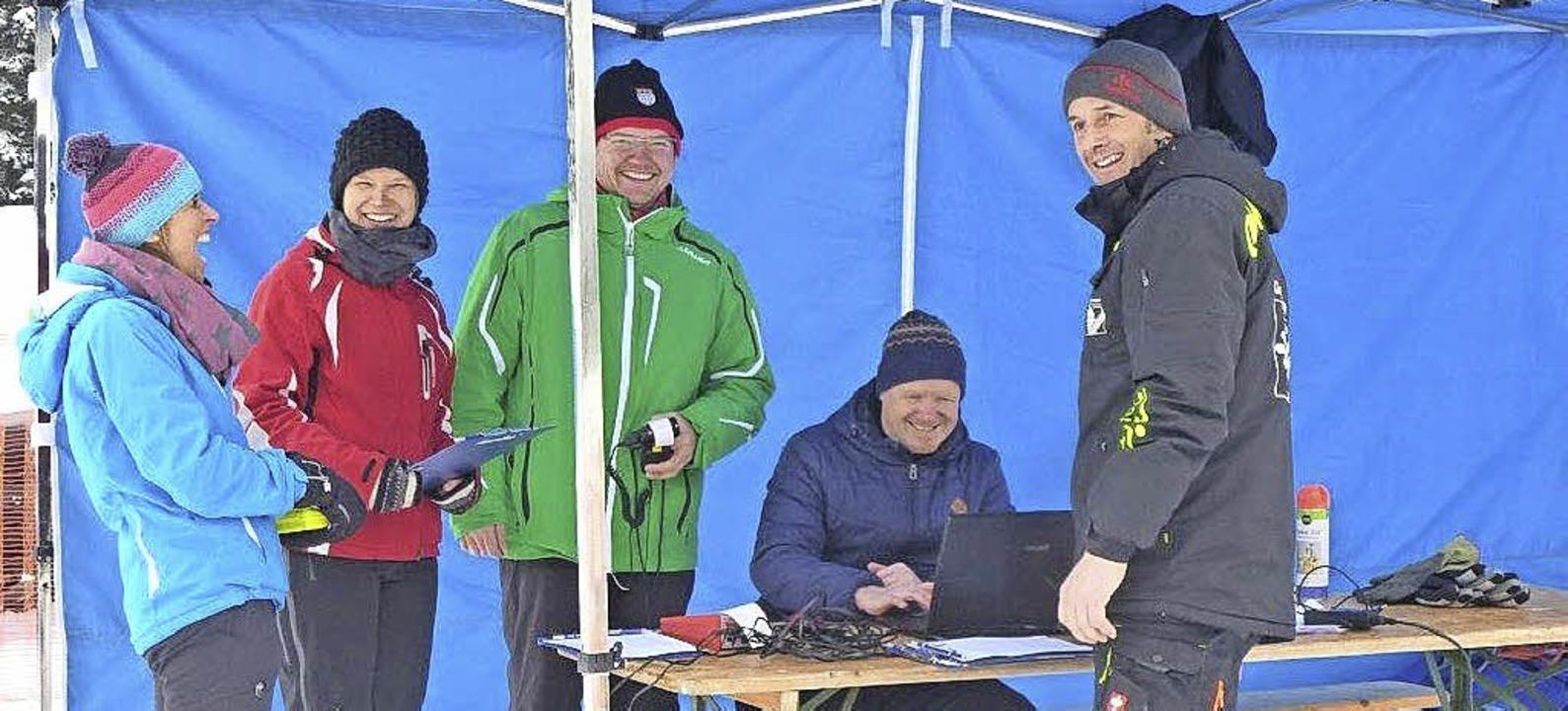 Entspannt nach dem Wettkampf: Die Zeitnehmer vom Skiclub St. Märgen  | Foto: Annemarie Zwick
