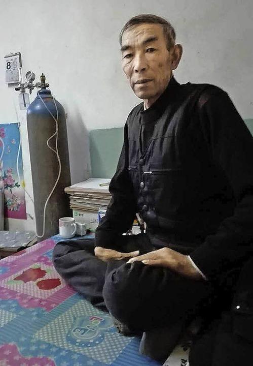 Bauer Wang Enlin in seinem Haus   | Foto: dpa