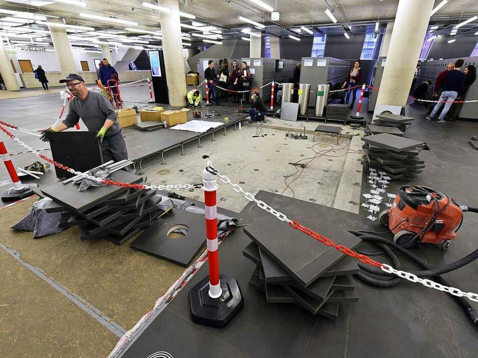 Der Doppelboden im Erdgeschoss der Uni...othek wird endlich wiederhergerichtet.  | Foto: Thomas Kunz