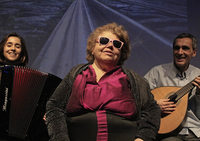 Dunkelkonzert und Bildershow mit der blinden Legende Dona Ros aus Lissabon und Ensemlbe in der Spitalkirche Spitalkirche