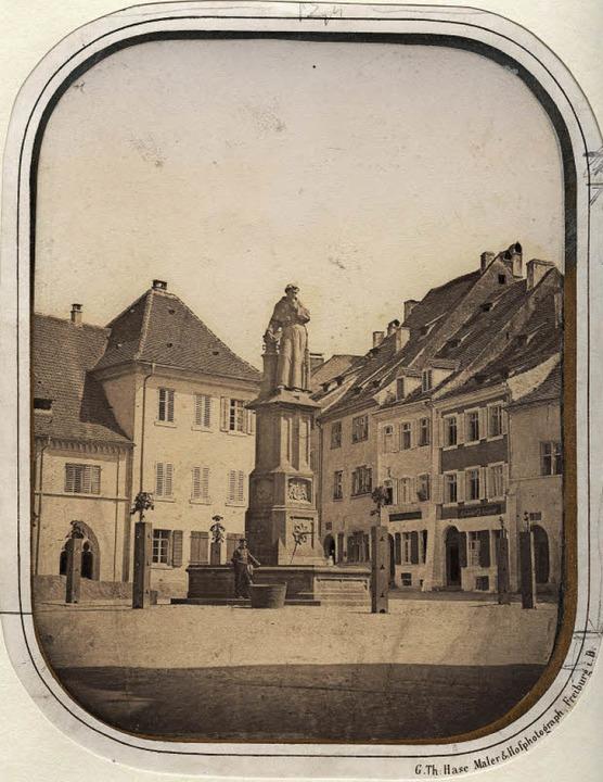 Der Franziskanerplatz – heute Ra...Hase (links) und die heutige Ansicht.   | Foto: Augustinermuseum/Ingo Schneider