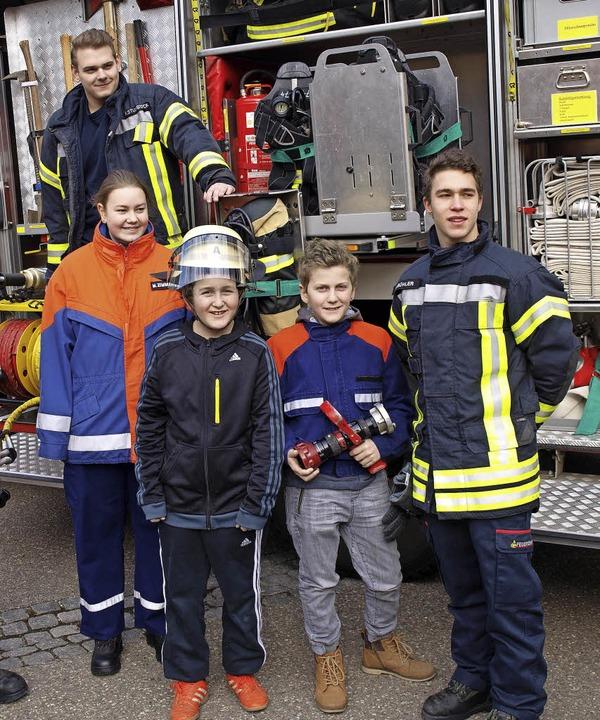 In Brombach beschäftigten sich kleine Feuerwehrleute mit der Löschtechnik.  | Foto: Paul Schleer