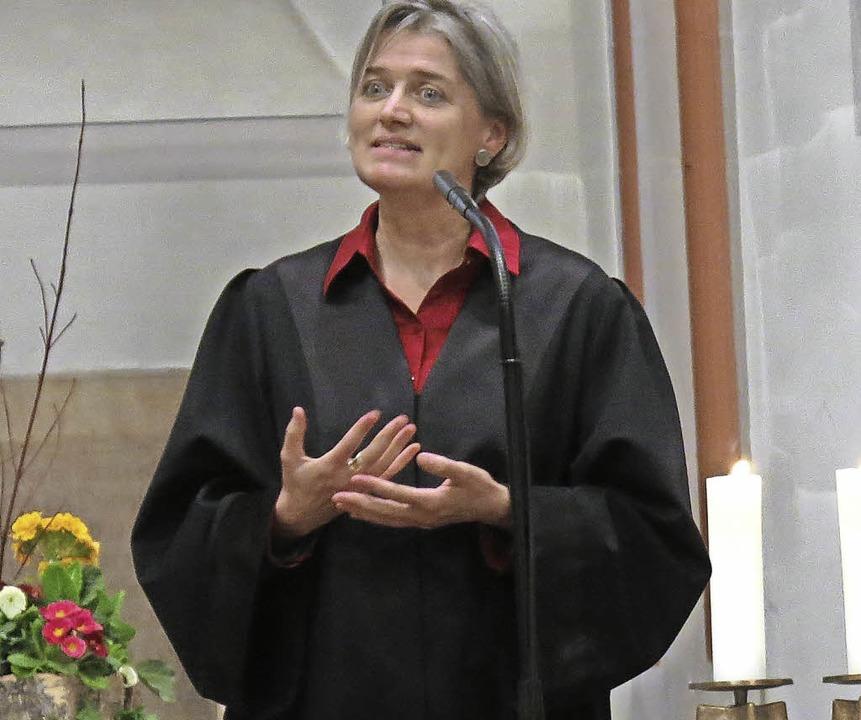Pfarrerin Irene Leicht bei ihrer ersten Predigt beim Einführungsgottesdienst  | Foto: Georg Voß