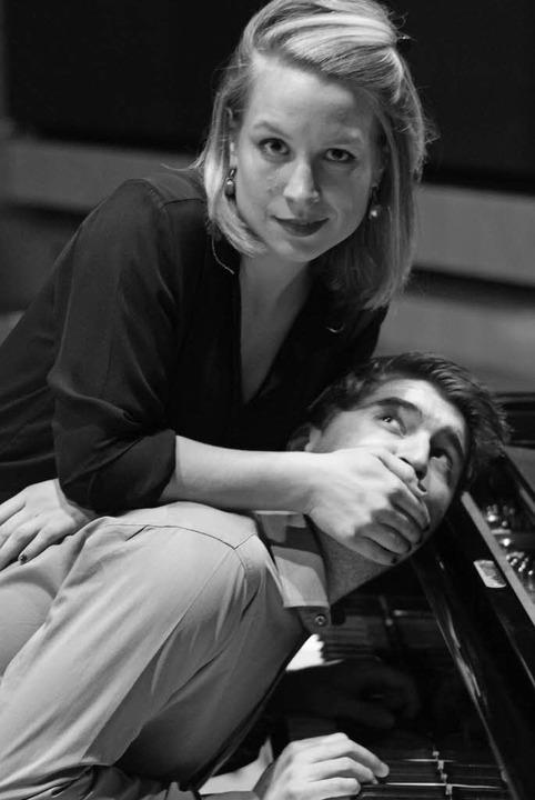 Hier singt nur Theresa Winterer, schei...m Piano, Benedikt Fox, auszudrücken.    | Foto: Veranstalter