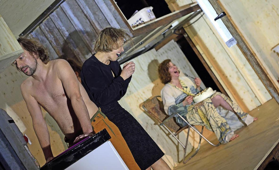 Frauenpower mit  einem Statisten: Andr...orff, Johanna Eiworth,  Bettina Grahs     Foto: maurice korbel