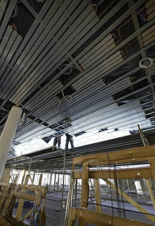 Die Kühldecke im Erdgeschoss des neuen...an der Fehrenbachallee macht Probleme.  | Foto: Ingo Schneider