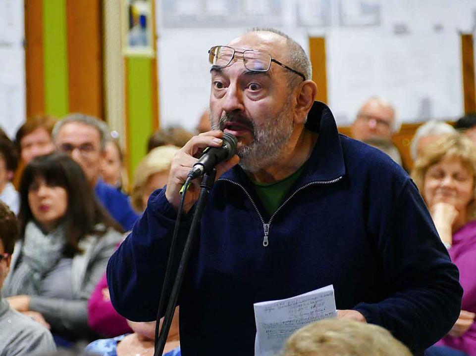 Eugen Winter, Sprecher der Bürgerinitiative, hakt nach.  | Foto: Markus Donner