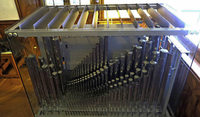 Orgelkunstwerk im gläsernen Gehäuse