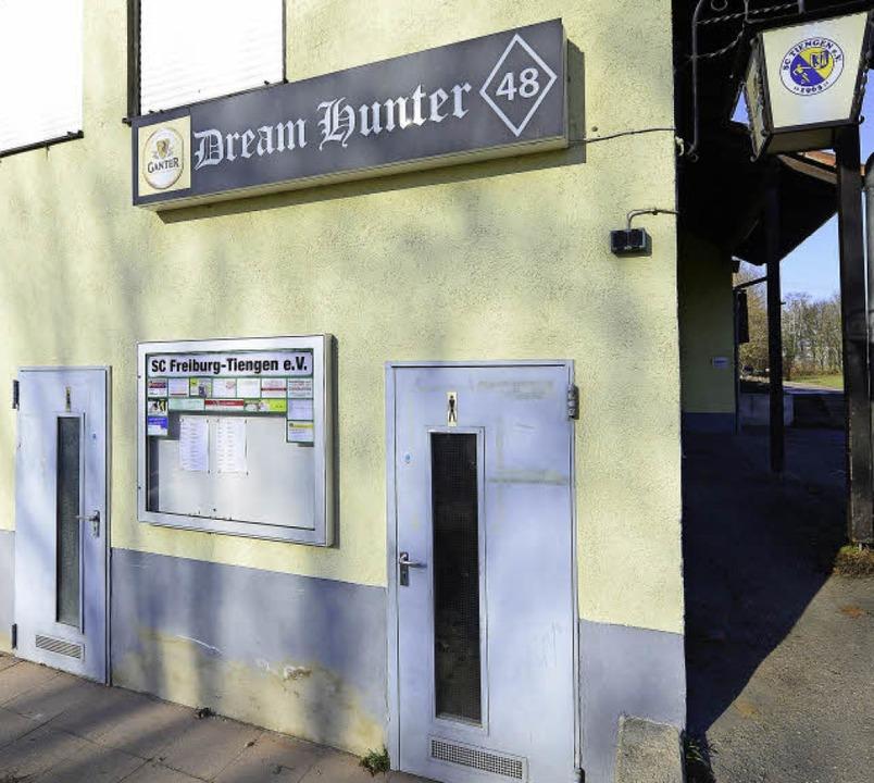 Öffentliche Toiletten gibt's im Sportclub-Vereinsheim.     Foto: Ingo Schneider