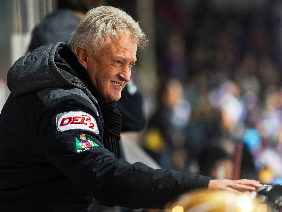 Leos Sulak hat ob der Leistungen seiner Wölfe gut lachen.  | Foto: Seeger