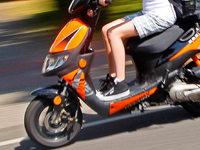 Polizei erwischt jugendlichen Rollerdieb ohne Helm und Führerschein