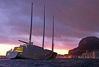 Viel Wind um ein Segelschiff
