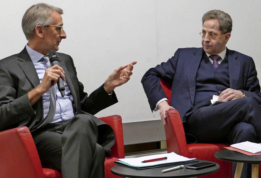 Armin Schuster  mit Verfassungsschutzpräsident Hans-Georg Maaßen    Foto: Kathrin Ganter