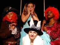"""Das Cala-Theater Freiburg zeigt """"Alice im Wunderland"""""""
