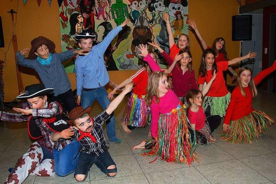 Die Eberfinger Kaulquappen tanzten sich im Nu in die Herzen des Publikums. (Foto: Jutta Binner-Schwarz)