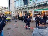 Autofahrer fährt in der Heidelberger Innenstadt Fußgänger an