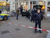 Autofahrer fährt in Heidelberg Fußgänger an