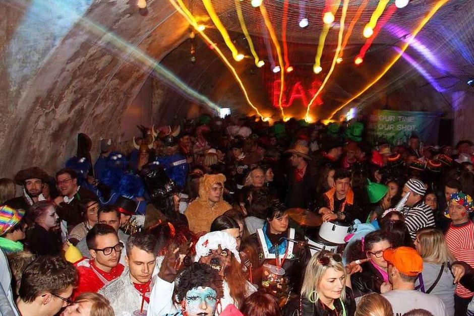 Große Endinger Schnurrnacht mit vielen maskierten Gruppen. (Foto: Hans-Peter Ziesmer)