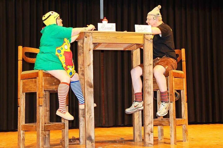 Circus Maximus in Riegel: Alexali und Norbertli haben sich bei ihren Hausausgaben einiges zu erzählen. (Foto: Helmut Hassler)