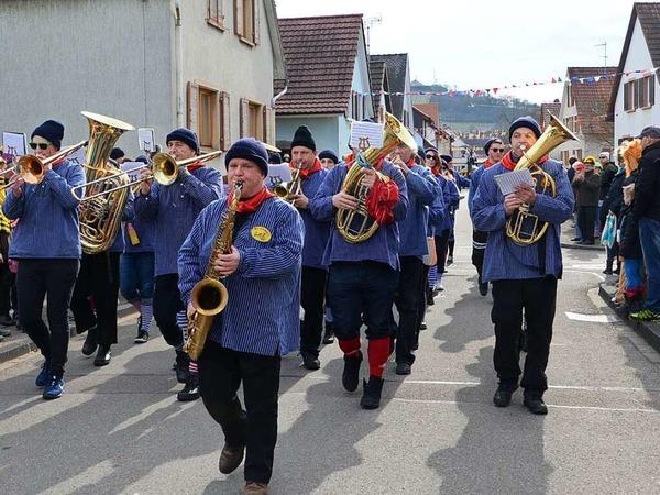 Umzug in Sasbach:  Der Musikverein Sasbach führte den Fasnachtumzug  an.