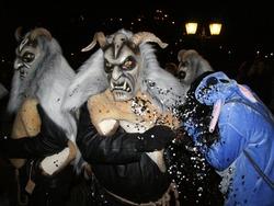 Dämonen spuken beim Nachtumzug in Laufenburg