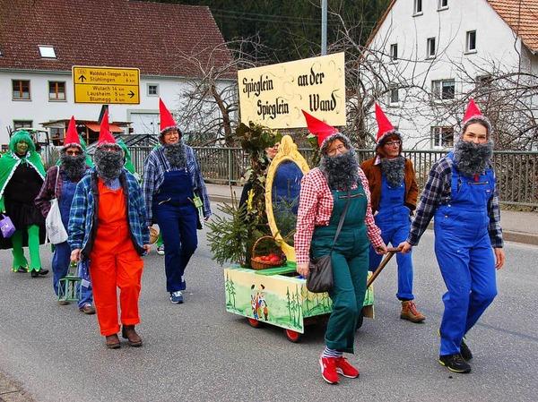 Schneewittchen und die 7 Zwerge nebst böser Stiefmutter waren beim Umzug in Grimmelshofen mit von der Partie.