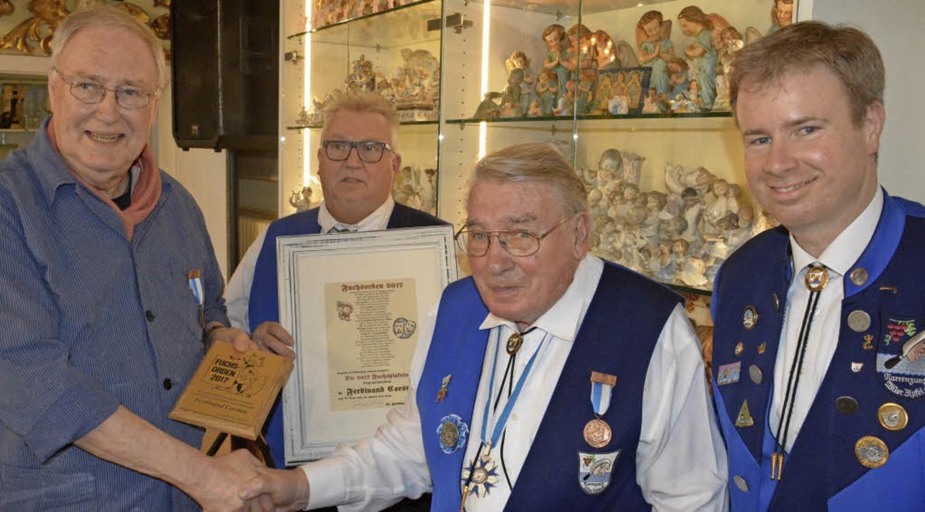 Ferdinand Corsten erhielt den Fuchsord...t Ruser und Dietmar Fuchs (von links).    Foto: Hannes Lauber