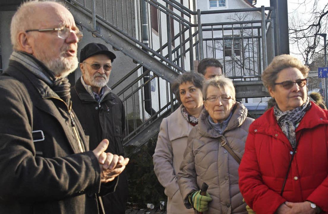 Kulturamtsleiter Tonio Paßlick (links)...ührung Anekdoten und Geschichtliches.   | Foto: Siemann