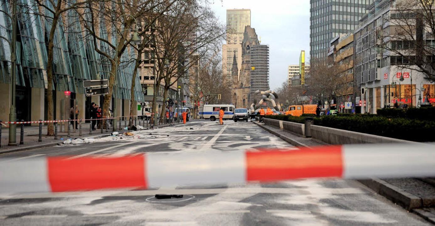 Die Unfallstelle im Herzen von Berlin:...s zu 170 Stundenkilometern lieferten.   | Foto: dpa