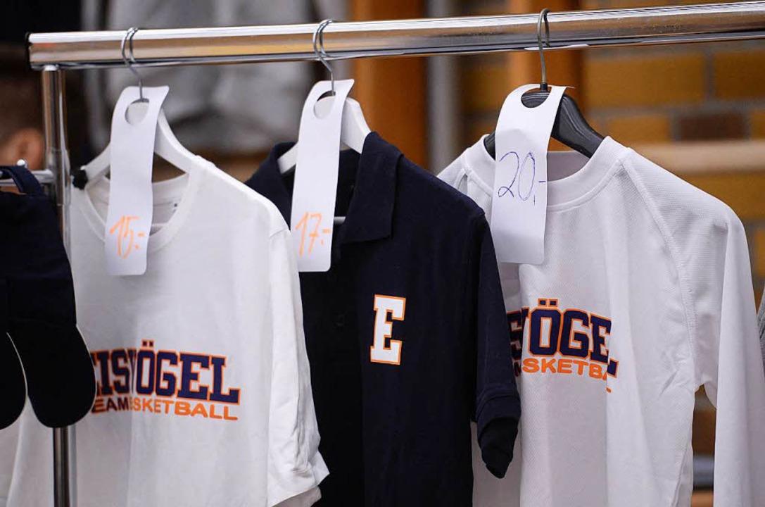 Die Eisvögel-Kleidung bleibt beim CEWL-Final-Four-Turnier am Bügel hängen.  | Foto: Patrick Seeger