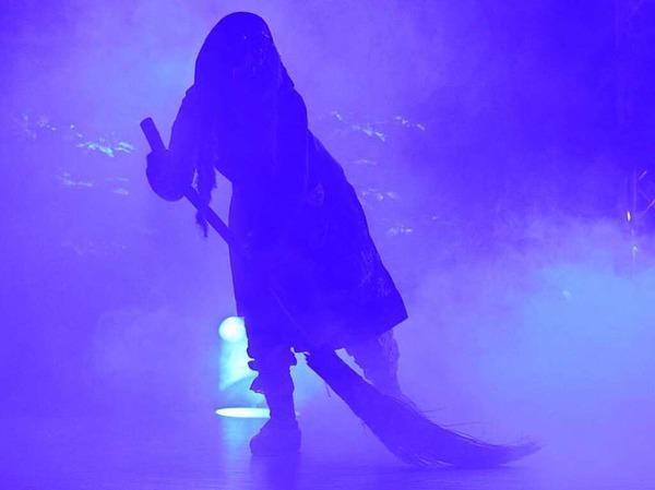 Mit dem Einmarsch der Bäägle-Hexen begann der Geißenschoppen.