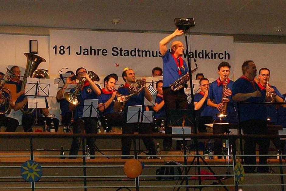 Auf der Empore spielte die Stadtmusik (Foto: Christian Ringwald)