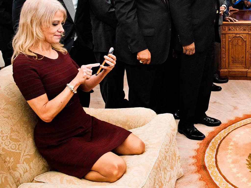 Kellyanne Conway Sofa Foto Im Oval Office
