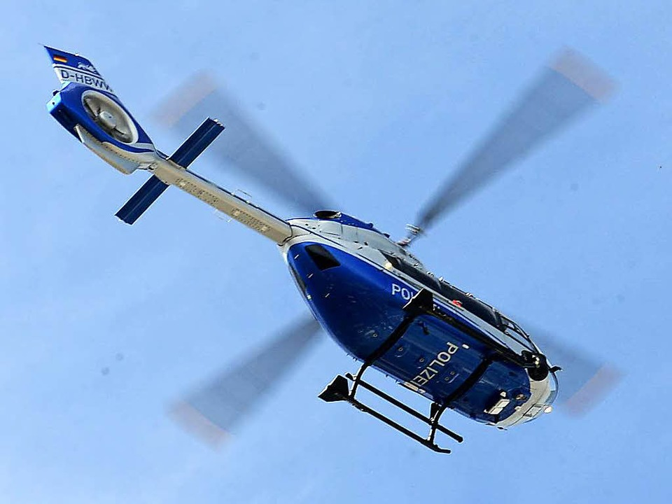 Auch ein Hubschrauber war im Einsatz.    Foto: Ingo Schneider