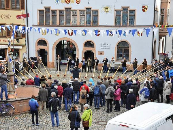 Alphornblser auf dem Marktplatz in Staufen