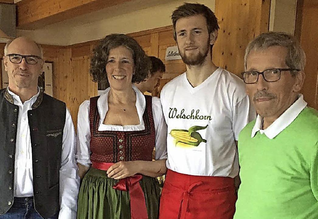 Die Pächter Lothar Dold und Angelika L...rsitzender der Ortsgruppe (von links)   | Foto: Schwarzwaldverein