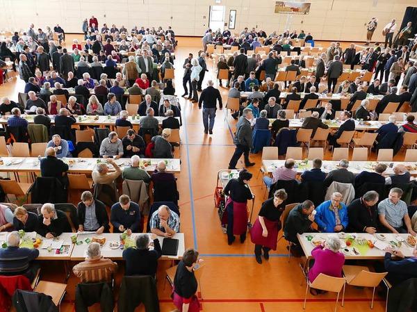 Voll besetzt war die Bonndorfer Stadthalle. Für die Bewirtung der Gäste sorgten die Landfrauen des Bezirks Bonndorf.