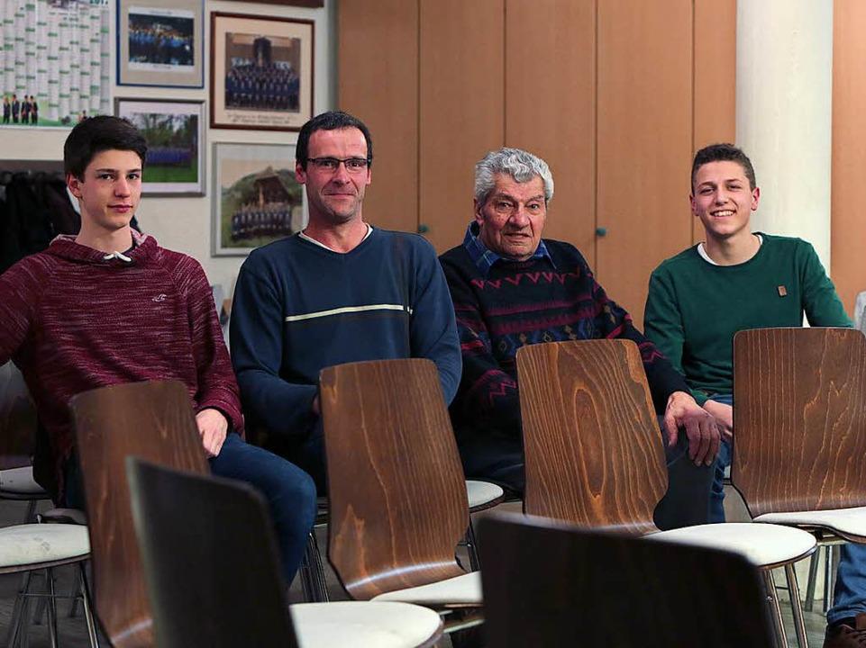 Ein Chor, vier Generationen.  | Foto: Christoph Breithaupt